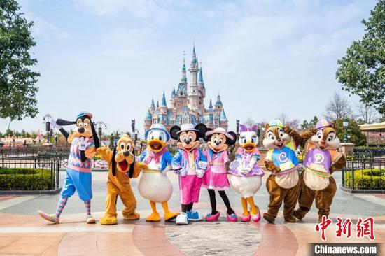 A special Disney character procession, Mickey and Friends Express, will take place several times daily. (Photo provided to China News Service)